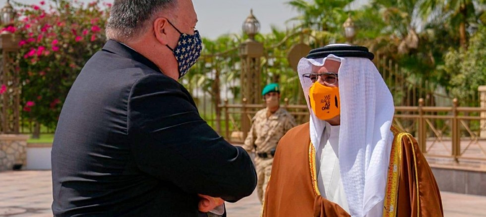 Pompeo holds closed-door meeting with royal family in Bahrain