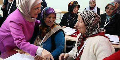 Turkey's literacy campaign reaches over 1 million people